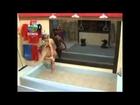 Gatas exibem corpos exuberantes em banho na Fazenda